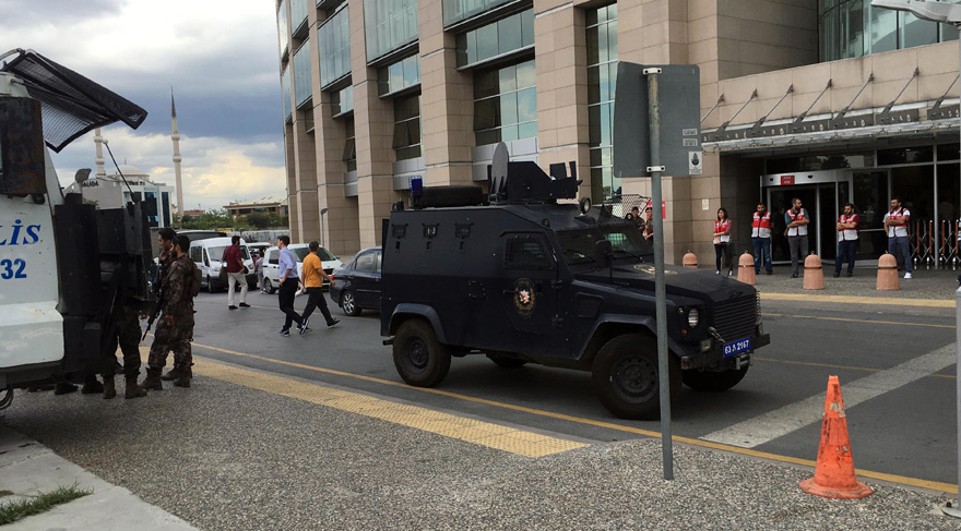 Nearly 300 courthouse personnel detained over Turkey's failed coup attempt