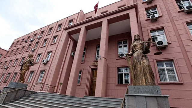 Police detain 35 personnel at Turkey's top courts