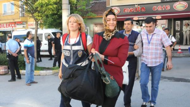 Turkish police detain another 20 academics, university stuff in coup probe