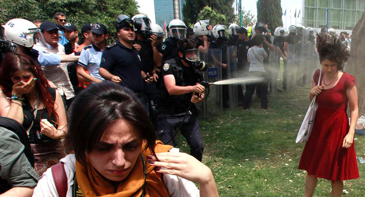 Police officer who tear-gassed 'woman in red' during Gezi protestors now accuses Gülen movement