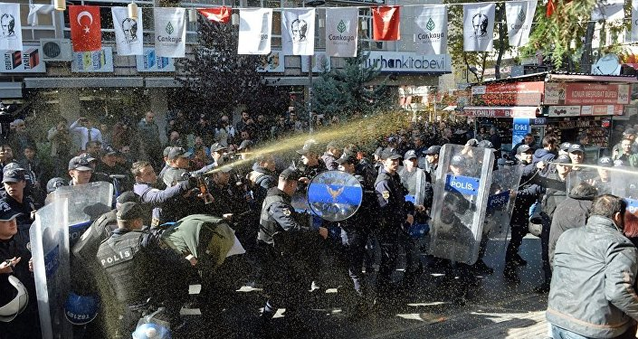 VIDEO: Turkish Police fire plastic bullets at Kurdish protestors in İstanbul