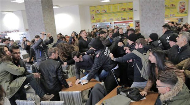 Security guards at university attack students during Cumhuriyet protest