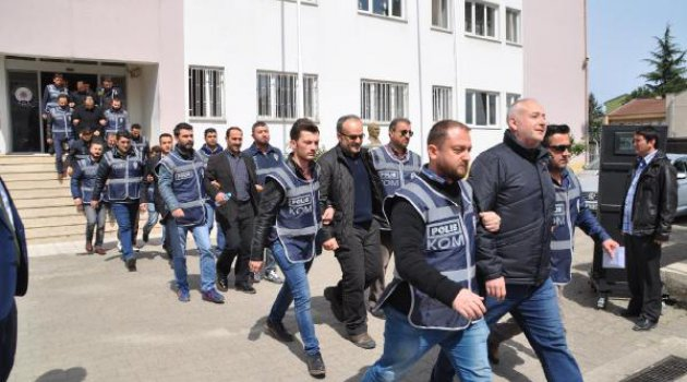 Police detain shopkeepers for closing stores in protest of arrest of Kurdish politicians