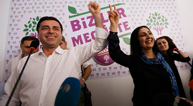 UPDATE: Turkey arrests five opposition HDP lawmakers, including co-chairs