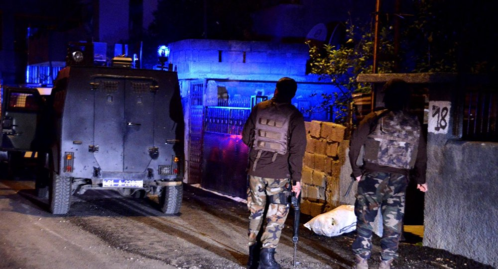 Police detain 22 HDP members amid ongoing attacks on party buildings