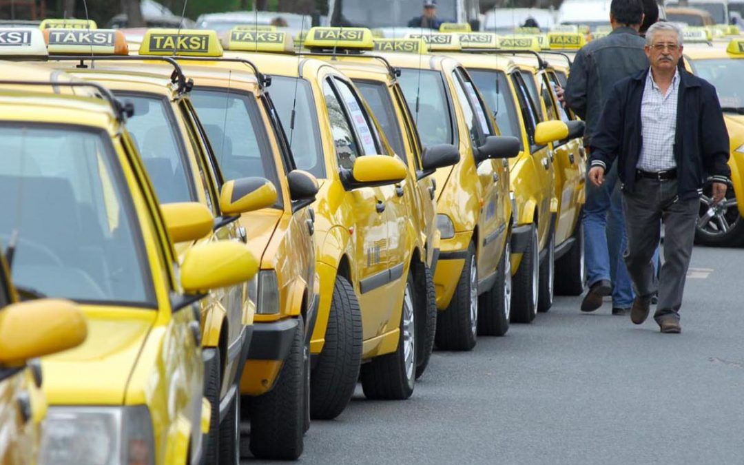 Taxi driver records voice of critical passenger, reports him to police