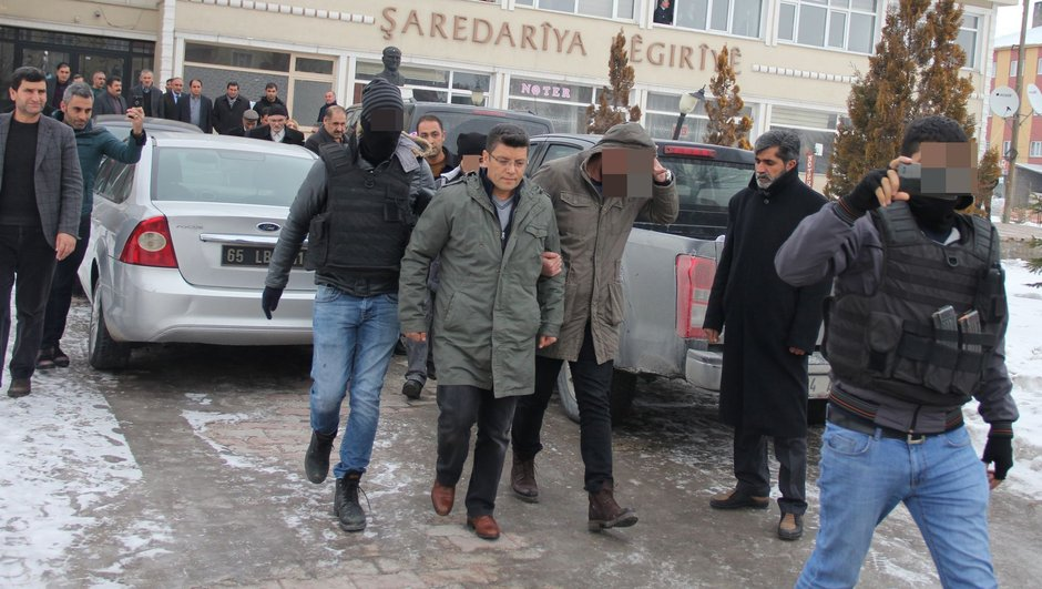 Turkish police detain another pro-Kurdish district mayor