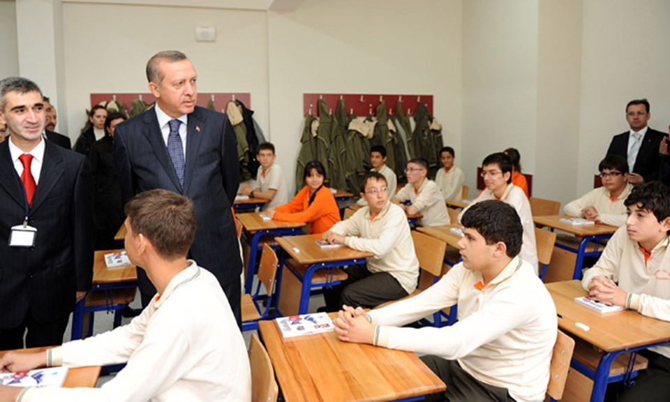 Turkish students taking poetry competition to join Erdoğan in overseas trip