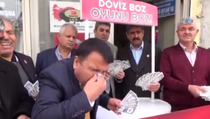 Mukhtars burn US dollars in show of support for Erdoğan
