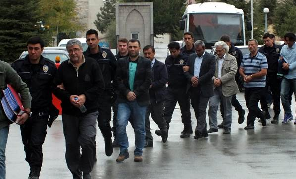 17 police officers, 13 businessmen, 9 military officers detained over Gulen links