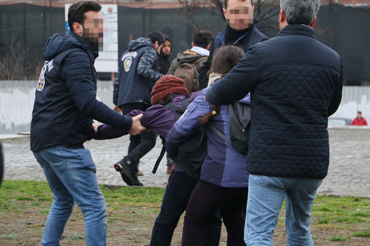 Six students detained while protesting gov't purge of academics