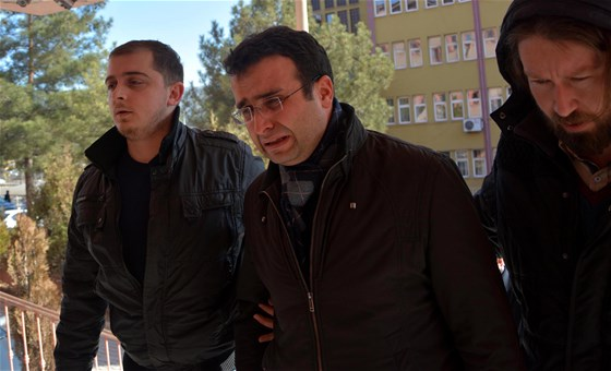 Chief prosecutor bursts into tears when detained over ByLock use