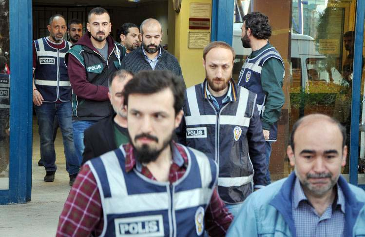 60 civilians detained in Antalya over alleged coup involvement