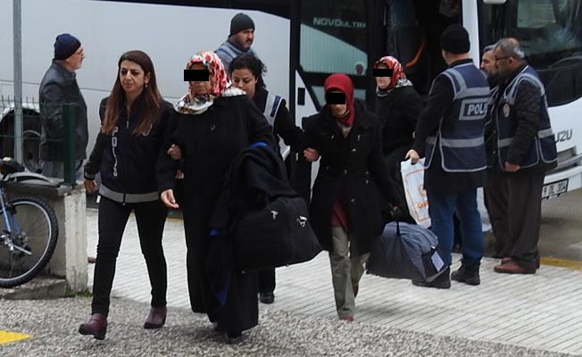 23 housewives, businessmen detained in Çorum over alleged coup involvement