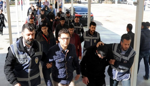 15 police officers, teachers arrested over Gülen links in Antalya