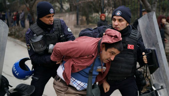 JOURNALISM IN TURKEY: Turkish police attack journalist covering protests at Ankara University