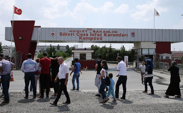 Making room for post-coup detainees, Turkey transfers convicts sentenced to 10 years to open prisons