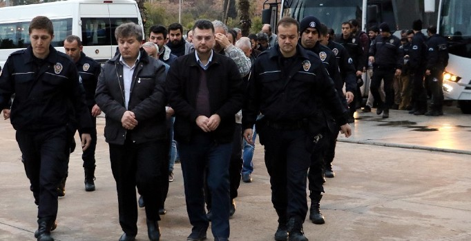21 businessmen detained in Antalya-based coup probe