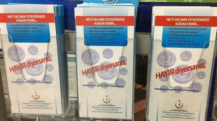 Turkish mayor removes 'No to smoking' banners over fear of endorsing 'no' vote in referendum