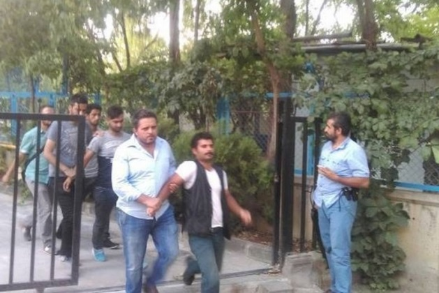 25 including owner of closed Kurdish daily detained in Diyarbakır