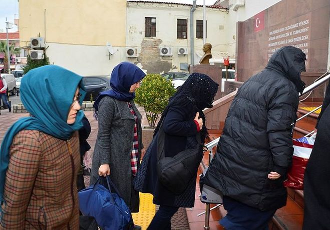 33 housewives detained in Kayseri over ByLock use