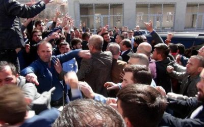 Ultra-nationalist mob attacks opposition deputy while campaigning for 'no' vote