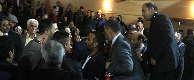Opposition politicians attacked before 'no' campaign speech