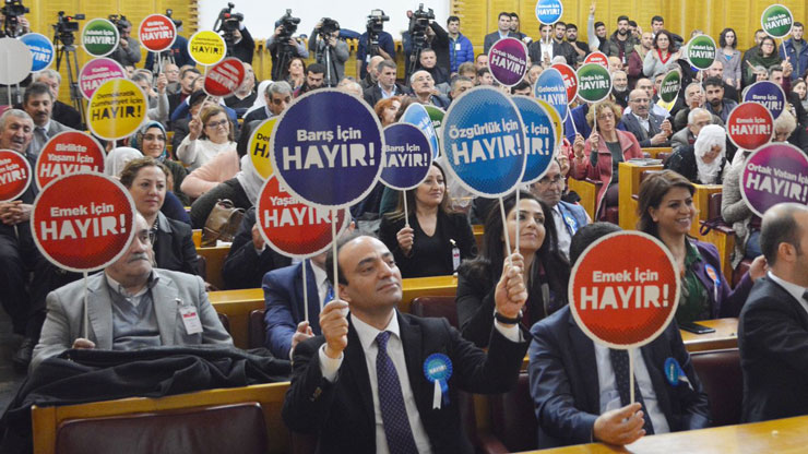 Pro-Kurdish HDP's referendum song banned for 'inciting hatred'