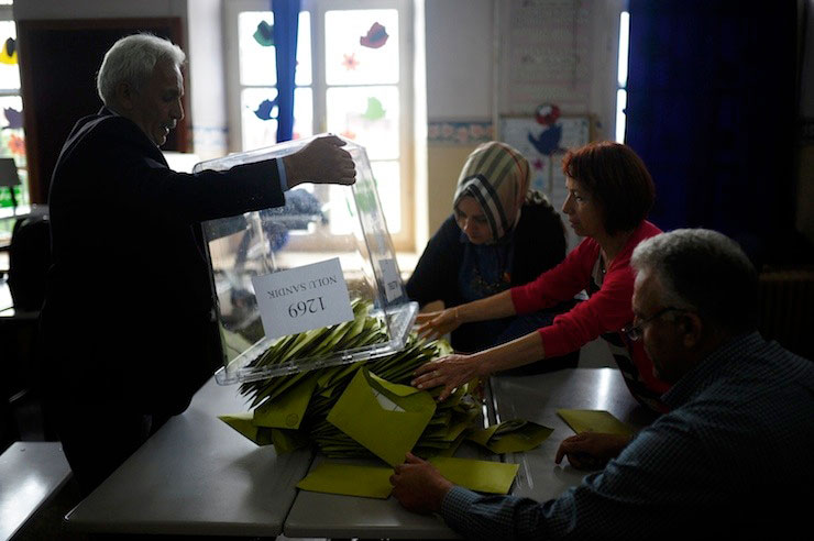 Turkish gov't scraps 164 ballot box observers from opposition parties ahead of presidential referendum
