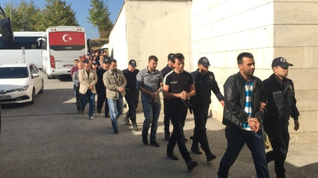 Court jails 17 police officers, issues detention warrant for 60 others over Gülen links