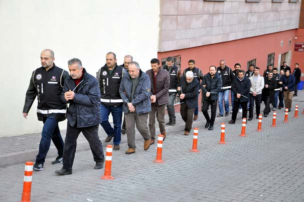 12 civilians under detention for aiding families hit by Turkey's purge