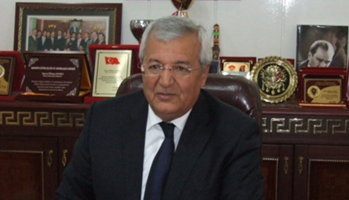 Mayor from ruling AK Party says will sack municipal workers if they vote 'no' in referendum