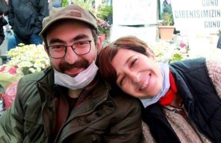 Ankara police break into house of dismissed academics on hunger strike