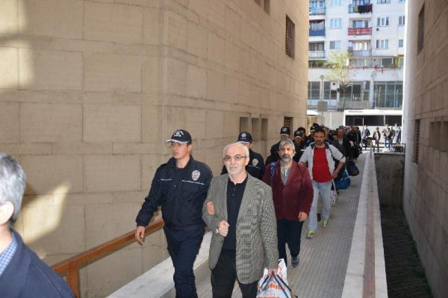 Police raid bookstore, detain 7 teachers over Gülen links