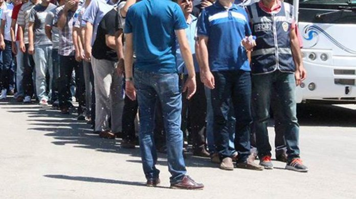 Police detain 30 dismissed public servants in Hatay over ByLock use