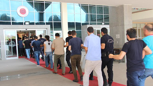 115 including veterinarians, teachers, nurses detained over ByLock use