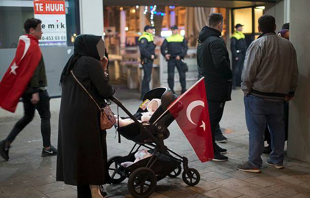 76 newborns stateless as parents denied service at Turkish consulates: report