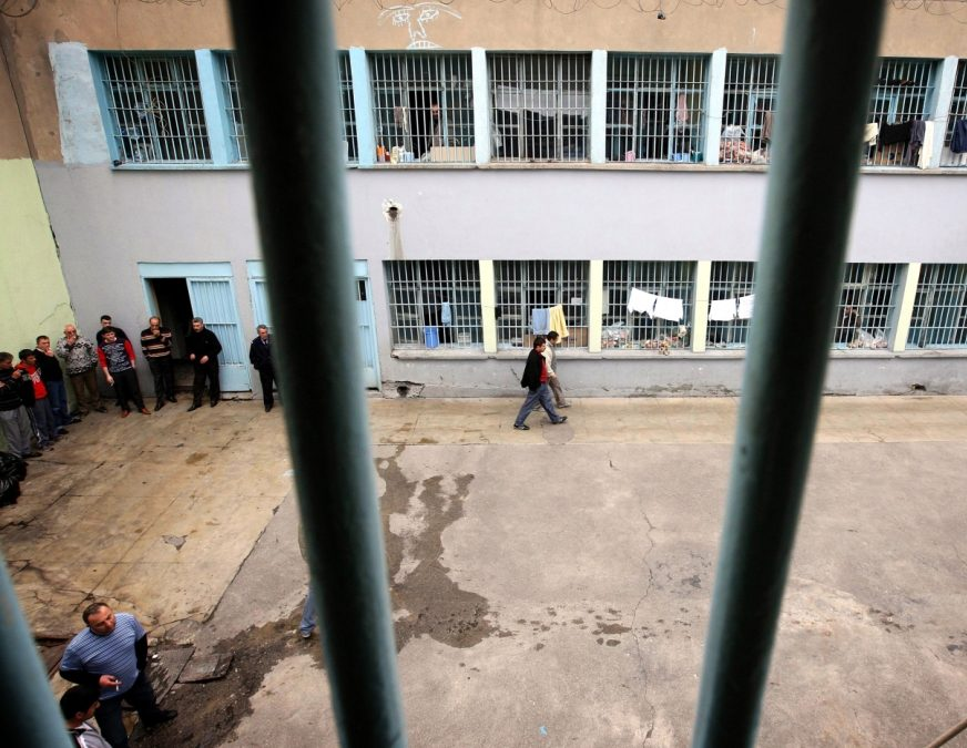 Report: 22,000 prisoners sleeping on the floor in Turkey's overpopulated jails