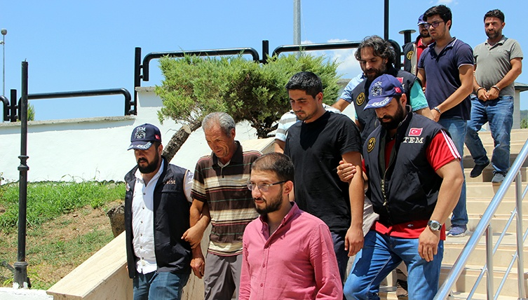 20 including shopkeepers, former civil servants under custody in Manisa