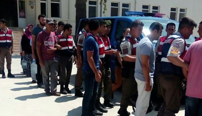 83 including teachers, police chief rounded up in İzmir