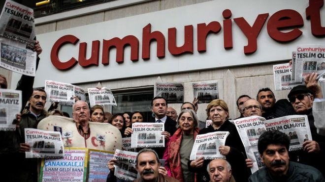 Court rules for continuation of arrest of Cumhuriyet journalists