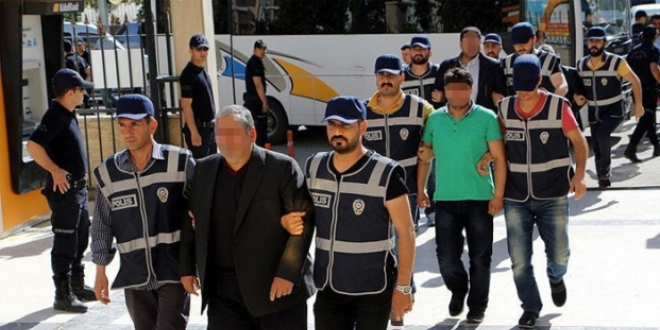 Isparta police detain 31 shopkeepers, housewives over ByLock use