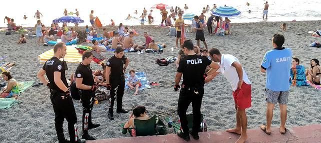 Turkish police detain 2 women for drinking beer on public beach