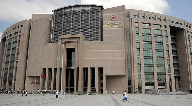 Turkey issues detention warrants for 135 on coup charges