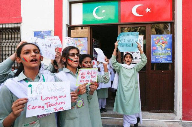 40 Turkish teachers, families fled Pakistan to avoid deportation