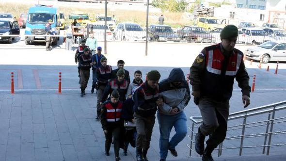 Another 5 detained near border while on way to Greece