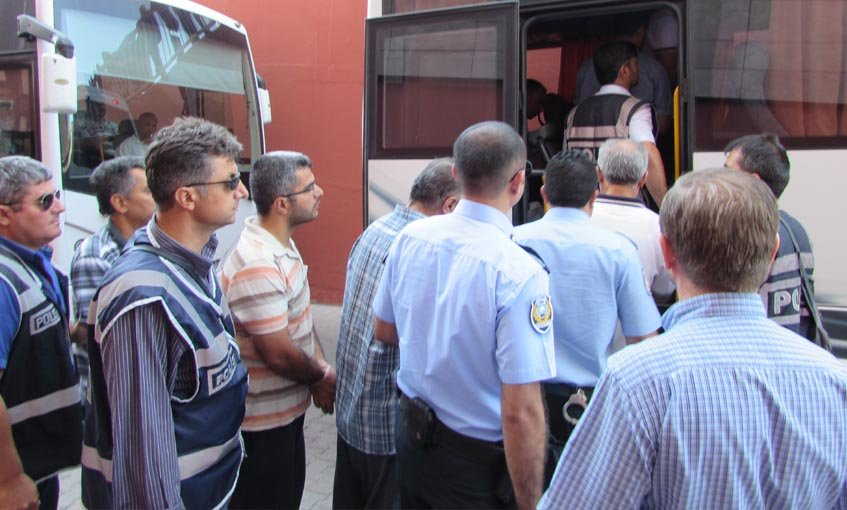 3 teachers, 2 businessmen detained for 'Gülen propaganda' on social media