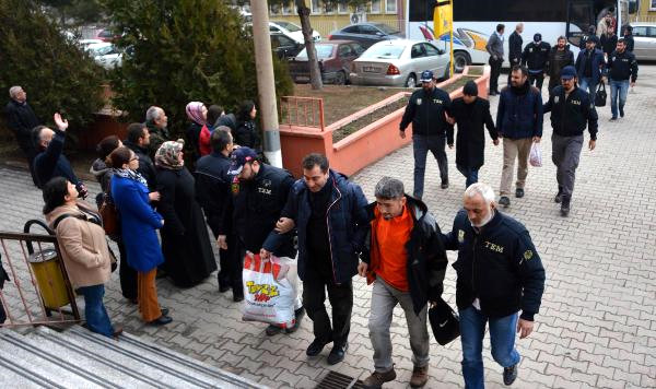 Turkey issues detention warrants for 100 former police officers: report