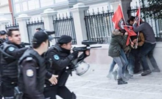 Police assault, detain 10 people commemorating October Revolution in İstanbul