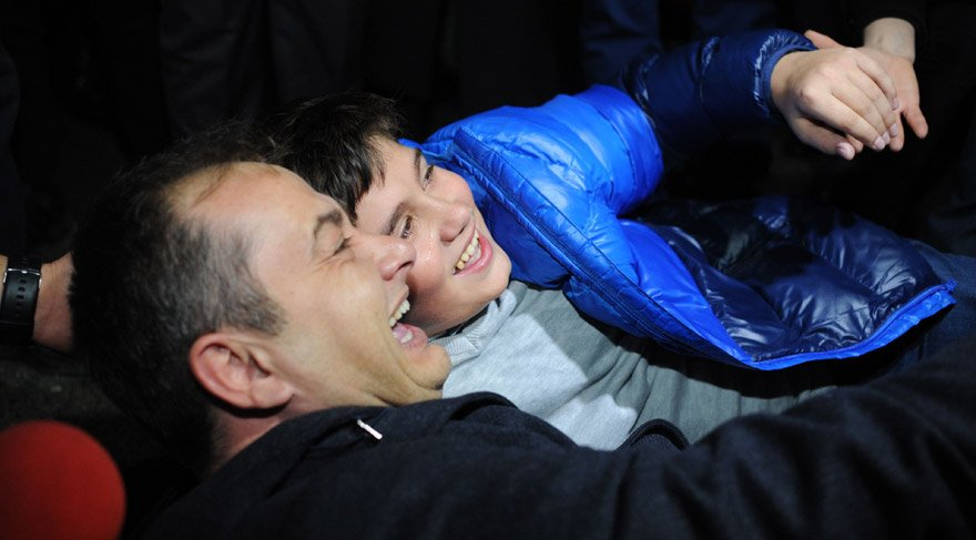 WATCH: Emotional reunion of son, journalist father after 174 days in Turkish prison